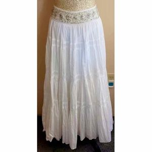 ✨BCBG MAXAZRIA WHITE TIERED MAXI SKIRT- XS✨